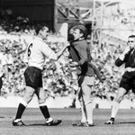 RIP Spurs legend Dave Mackay, subject of one of THE great football photos. http://t.co/Gazu5BZVVG
