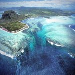 Подводный водопад, Маврикий http://t.co/FN0JEVkVGn