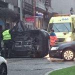 Los bomberos tratan de liberar a los dos ocupantes del coche volcado en Gran Vía  http://t.co/wkvRLUTlHc http://t.co/KTCURbimAO