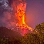 Spectaculaire vulkaanuitbarsting in Chili http://t.co/R2NLNEvtTT http://t.co/okYTCQLvFm