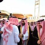 عاجل المملكة: خادم الحرمين الشريفين يستقبل القنصل السعودي في عدن ويقلده وسام الملك عبدالعزيز من الدرجة الثالثة. #ا… http://t.co/lByHiiYIMH