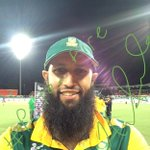 Its a very happy Hashim Amla with his #ProteaFire Player of the Match #TwitterMirror shot #cwc15 #SAvIRE http://t.co/uyb5fvoYDw