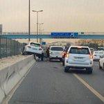 """شلوووووون*بصوت عبدالناصر درويش*????????????""""@Almajlliss: صورة / حادث غريب على الدائري السادس. http://t.co/ZC4YPeWCl1"""""""