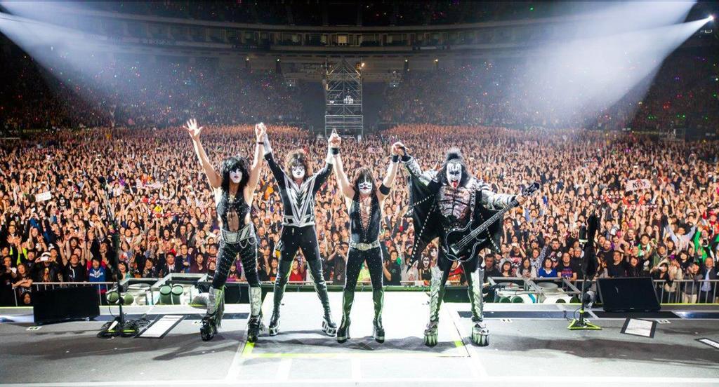 Massive crowd at Tokyo Dome tonight. KISS Army Japan you rocked! We love you.#KISSROCKSJAPAN http://t.co/uramKg7Mwo