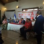 Alcalde electo de San Salvador, Nayib Bukele, junto a srio. Gral. FMLN, Medardo González en conferencia de prensa http://t.co/zCTY8TEwot