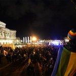 Pegida-betogers willen vluchtelingenkamp Dresden aanvallen http://t.co/MduDsb3vCi #destandaard http://t.co/a0AerTL6hv