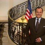 Samedi, @RTLPlaceRoyale est invité à lAmbassade des USA à Bruxelles en marge de la visite de Mathilde à Washington. http://t.co/4yIpGYSva0