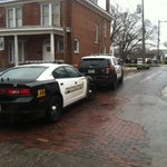 A dead body was just found in an alley in Huntington. Its near 2nd St. and 5th Ave. http://t.co/8UerX5L9Qm