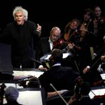 Simon Rattle appointed music director of London Symphony Orchestra http://t.co/GB6LZpdcKp http://t.co/XPNM9esIe0