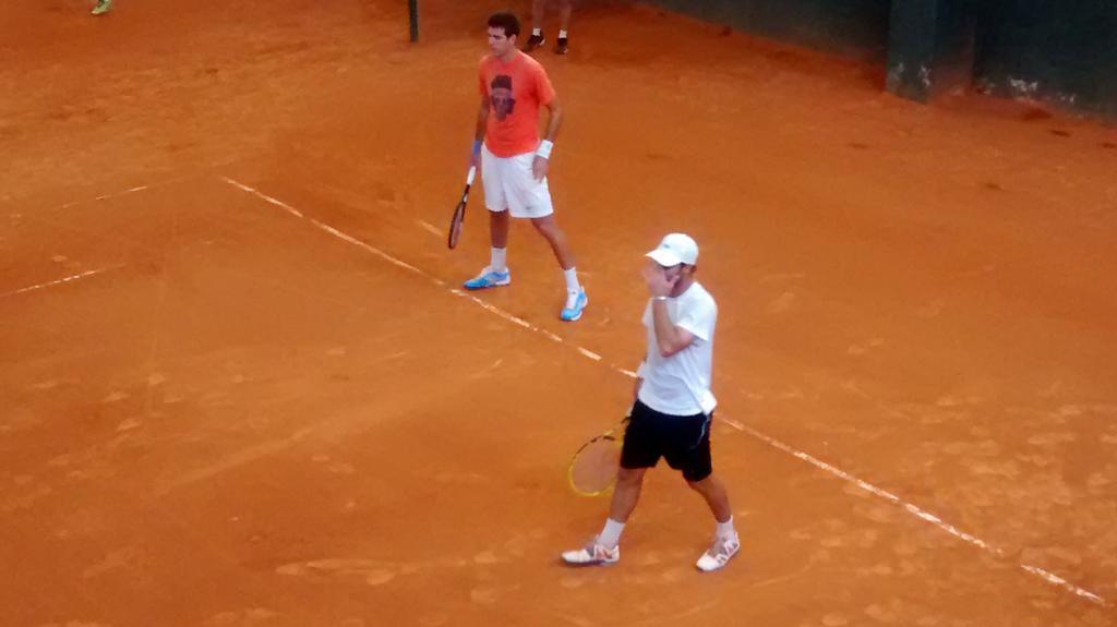 ARG entrena en Parque Sarmiento con la presencia de @delpotrojuan. http://t.co/s7UjseCwUN