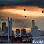 Hot air balloons make their way across the city skyline as the sun rises over #Melbourne @GlobalTeam @theheraldsun http://t.co/RvpNfvE3hU