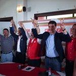 Medardo González secretario general del @FMLNoficial levanta las manos de @nayibbukele y @Miguelpereirasv . http://t.co/wcPQSMCQfC