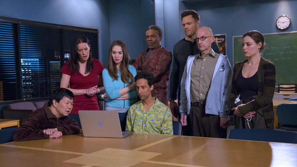 And now, the official trailer for Season 6. Let's keep Greendale weird. http://t.co/mi0iJ7BPzr #CommunityLivesOn http://t.co/Rpu9XKYmtL