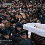 Thousands of Russians paid their final respects to the slain opposition leader Boris Nemtsov http://t.co/K3s0qICpdI http://t.co/zFotiK3a0H