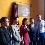 La presidenta @Barbara_Botello devela placa conmemorativa en la Casa Luis Long. #PatrimonioRecuperado. http://t.co/oUgbhgWodY