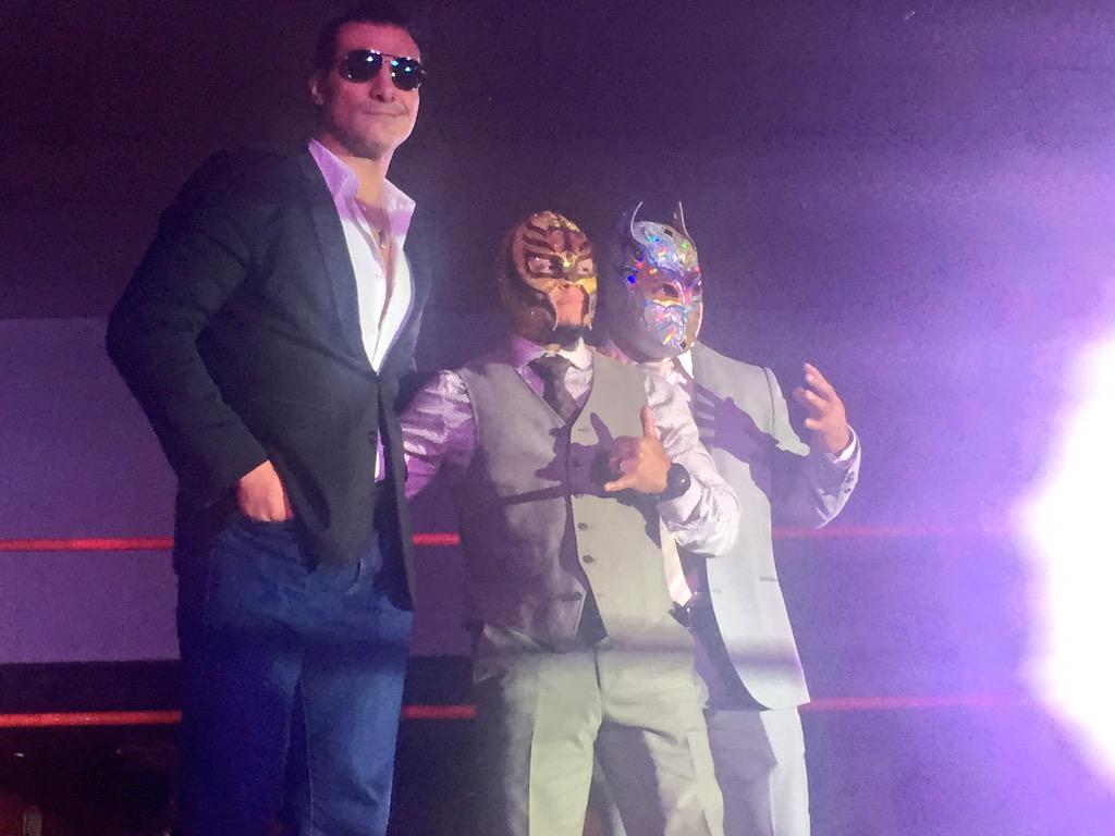 Los tres más grandes, los tres representantes de AAA en el Mundial de Lucha Libre @reymysterio @VivaDelRio y Myzteziz http://t.co/0RvIyq0Mw9