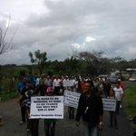 "#UnAcueductoParaBaitoa niños, jóvenes y adultos gritan ""Baitoa Quiere Agua"" @PresidenciaRD @DaniloMedina @MannyPerez1 http://t.co/ttZFBxP7N3"