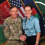 "David Petraeus will plead guilty to giving his mistress access to his classified ""black books"" http://t.co/QBiXhaU1CC http://t.co/V9UYJasqZU"