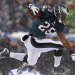 LeSean McCoy has the most carries the last 2 seasons in the NFL with 626. DeMarco Murray is 2nd with 609. http://t.co/LlMSIOs8s4