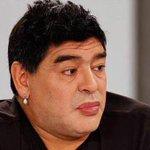 Diego Maradona, apareció en un programa de TV venezolano con los labios pintados y un arete más grande de lo normal. http://t.co/NbPXtGQS7D