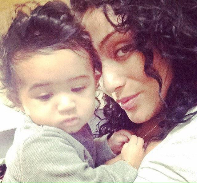 This is Chris Brown's #Nia and their daughter http://t.co/lryUal7aTm