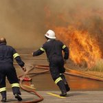 #CapeFires Lets salute all the firefighters and the pilots. Thank you for serving us. You are heroes! RT @lead_sa http://t.co/VjOZa3xVum