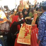 Women of #Maldives rallying outside presidents office calling for Nasheeds release http://t.co/gcuCLYJ7cm #NasheedUnderArrest @PMOIndia