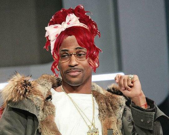 Bossip (@Bossip): Rihanna reading Karrueche's timeline like... http://t.co/c9nagRkM2A