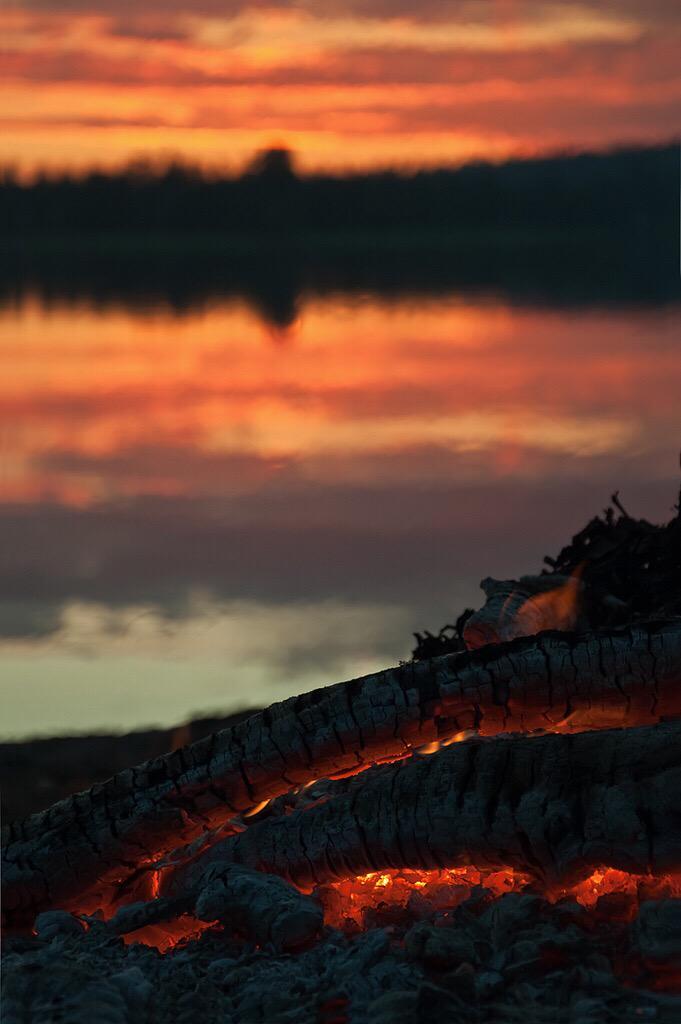 reflections in a    body of placid water —bonfire embers   #haiku http://t.co/pbGCKBcN4I