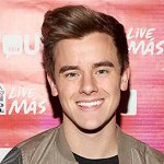 """EXCLUSIVE: 5 things you need to know about self-proclaimed """"Internet addict"""" @ConnorFranta http://t.co/z4emiDXHQP http://t.co/NQJ7W7VpsM"""