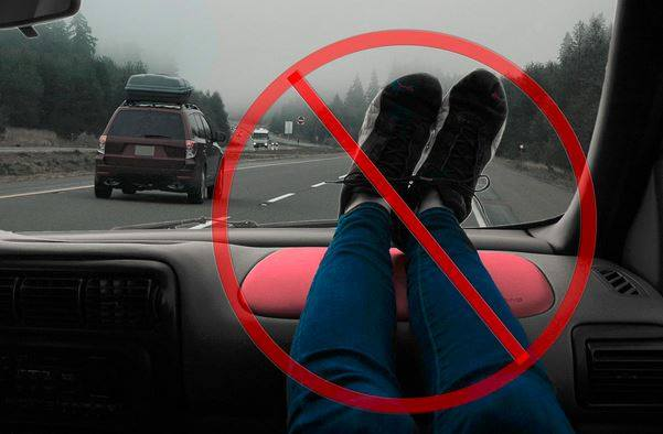 SAFETY TIP: Don't put your feet up on a car's dashboard. Airbags can easily break both of your legs. http://t.co/5oLlASYZfM