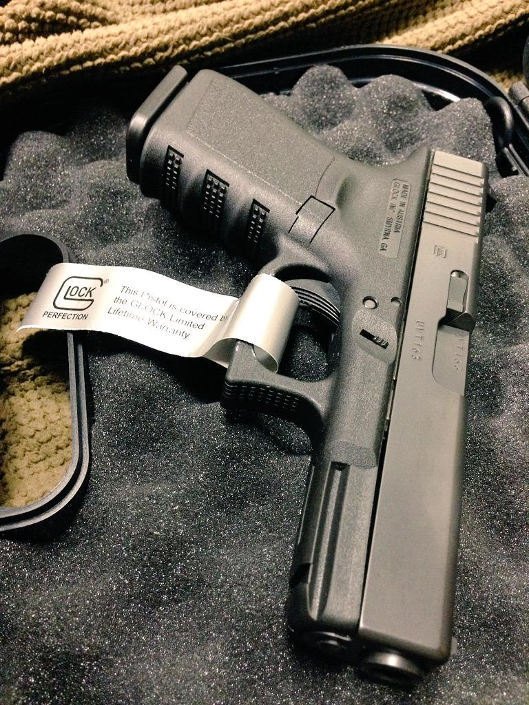 #BestPistolEver? G&A's Chris Mudgett just bought this factory rebuilt Glock 19; one of many he owns. @GLOCKInc http://t.co/RYE6tJ7ERw