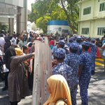 Live : Male - A strong non-stop strike is being carried out in Maldives Free Presidedent @MohamedNasheed http://t.co/KzSvDT6Okn