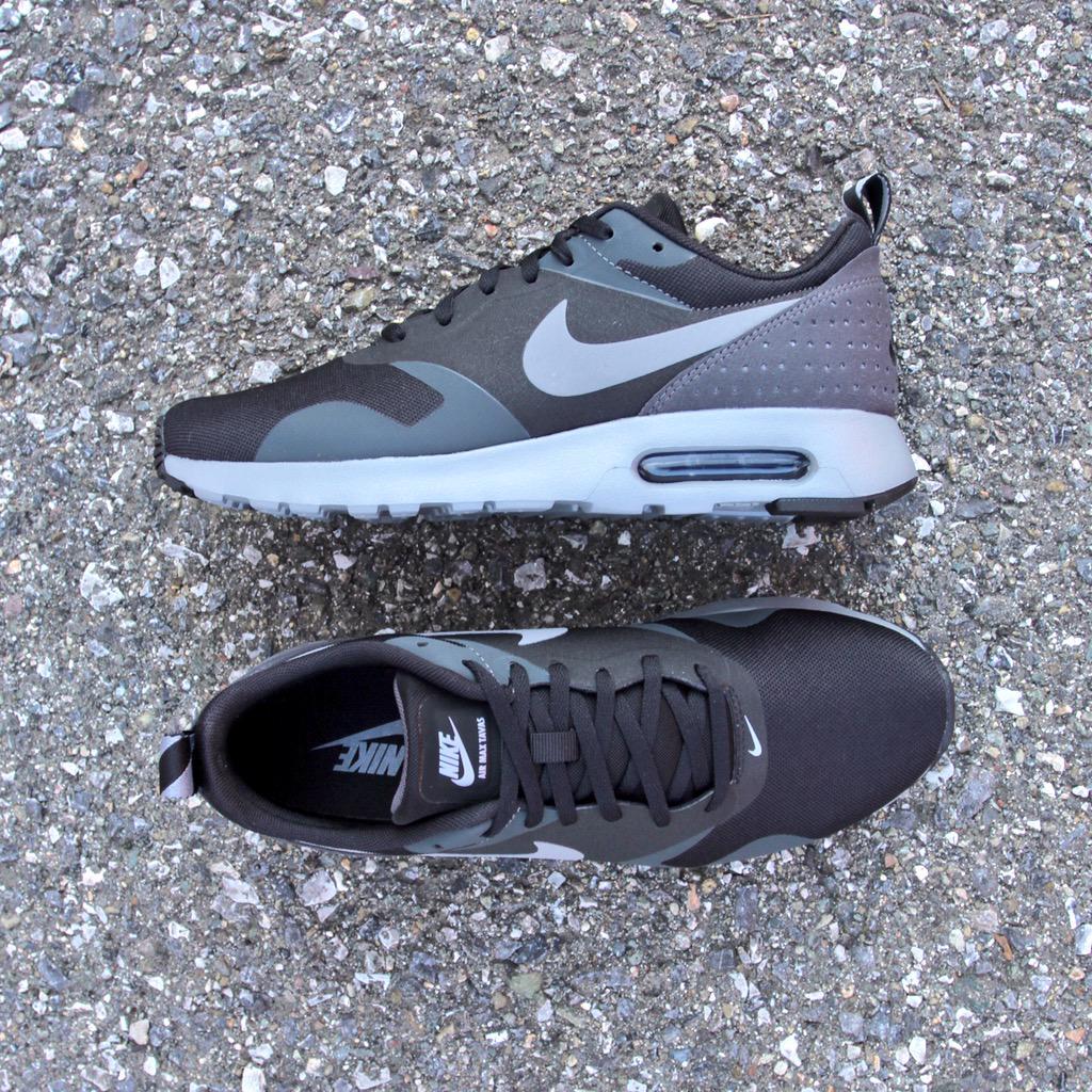 Nike Air Max Tavas Vs Nike Roshe