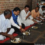 Devendra Fadnavis has dinner at farmers house, spends the night there http://t.co/zvrHySUDUX http://t.co/KwDF0CL9yO