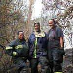 These ladies are someones wife, mother or daughter. Heroins of #CTFires #MuizenbergFire #firefighters http://t.co/9HkUOik3UK