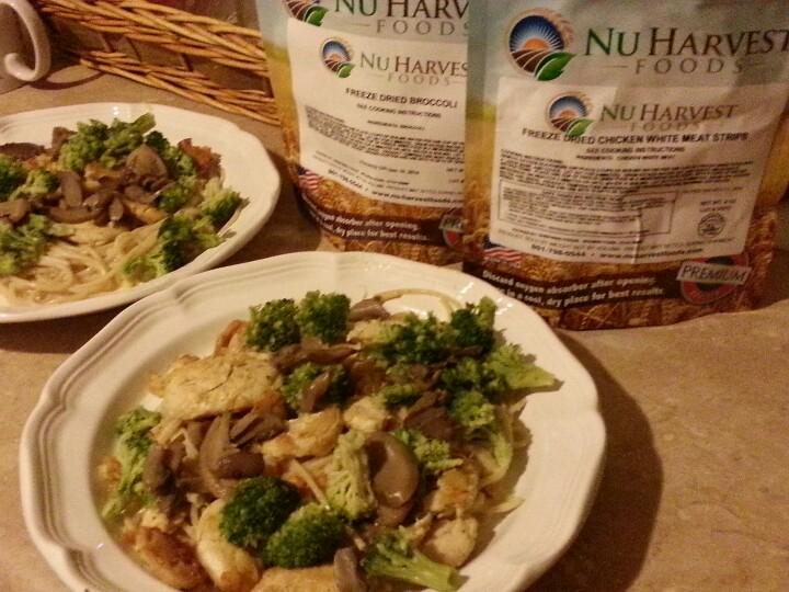 I made this awesome meal tonight using @NuHarvestFoods freeze dried chicken and broccoli! Yummy! #preppertalk http://t.co/hAQYTZzblW