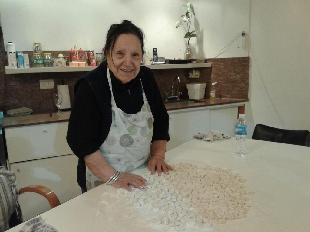 Esta es nuestra abuela Blasa!La mejor del mundo! La amamos Les pedimos q recen por ella!! Y le envíen fuerzas y amor! http://t.co/Is5Q8D2sFm