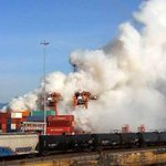 Heavy smoke billowing from chemical fire at Port Metro Vancouver http://t.co/SzDDMNE1Uu http://t.co/8UubzmlELT