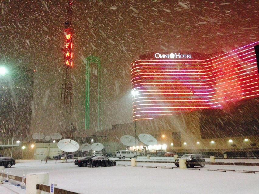 Dallas, Tx 11:42pm 3/4/15 http://t.co/hlMmnGLhPn