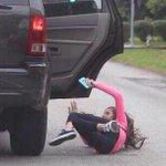 """@elcosodelapizza: -Toma, pone que traje el CD de Romeo Santos  - http://t.co/Qf3UluFaWQ"" jajajajajaj @TitaAle1"