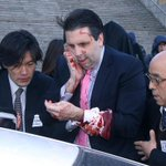 U.S. Ambassador to South Korea Mark Lippert was attacked in central Seoul this morning http://t.co/VJYSryzRRL http://t.co/cPxa2pfMM7