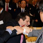 Knife-wielding attacker slashes face of US ambassador in South Korea http://t.co/zCKhmAc2Fe http://t.co/O16AfeMa53