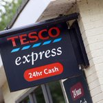 TESCO EXPRESS: Staff threatened with knife and claw hammer by robber at Newport Pagnell store. http://t.co/sPEzACkfhz http://t.co/CcUWwTDMot
