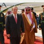 سعودی شاہ سلمان نے پروٹوکول کو بلائے طاق رکھ کر خود ائیرپورٹ آ کر وزیر اعظم نواز شریف کا,,,! #Senate4PMLN http://t.co/aDYQmAfmfv