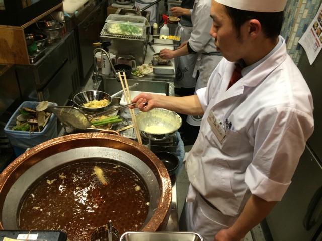 産直鮮魚と天ぷら 立ち呑み 『あたりや食堂』なんば店 3月9日オープン! 立ち呑みで、踊るアワビと実演天ぷら!! 天ぷら あげてます! http://t.co/nzInPtHYSn