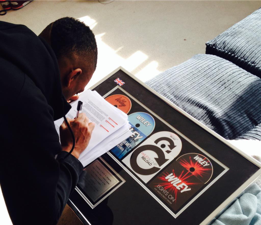 @WileyUpdates just signed to @island @Darcus let's work http://t.co/ENlDvtgA2T