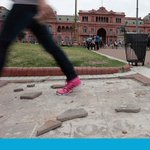 La Plaza de Mayo, con fuentes secas, grafitis y veredas rotas http://t.co/IWaD2TZjhi http://t.co/xfMfC5KGsv