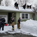 Manchester man dies shoveling roof, first responders finish the job http://t.co/DYpazLYmNj http://t.co/mB8xEXoGUK