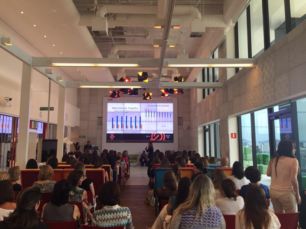 Hoje acontece aqui no #Google o #DigitalLadies, encontro para falar do cenário feminino para a mulher. http://t.co/wTt3hsJXky